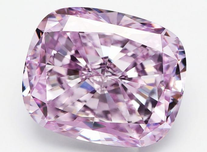 ALROSA sells 6 carat pink diamond