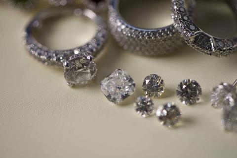 De Beers Introduces Forward Contracts for Rough Diamond Sales