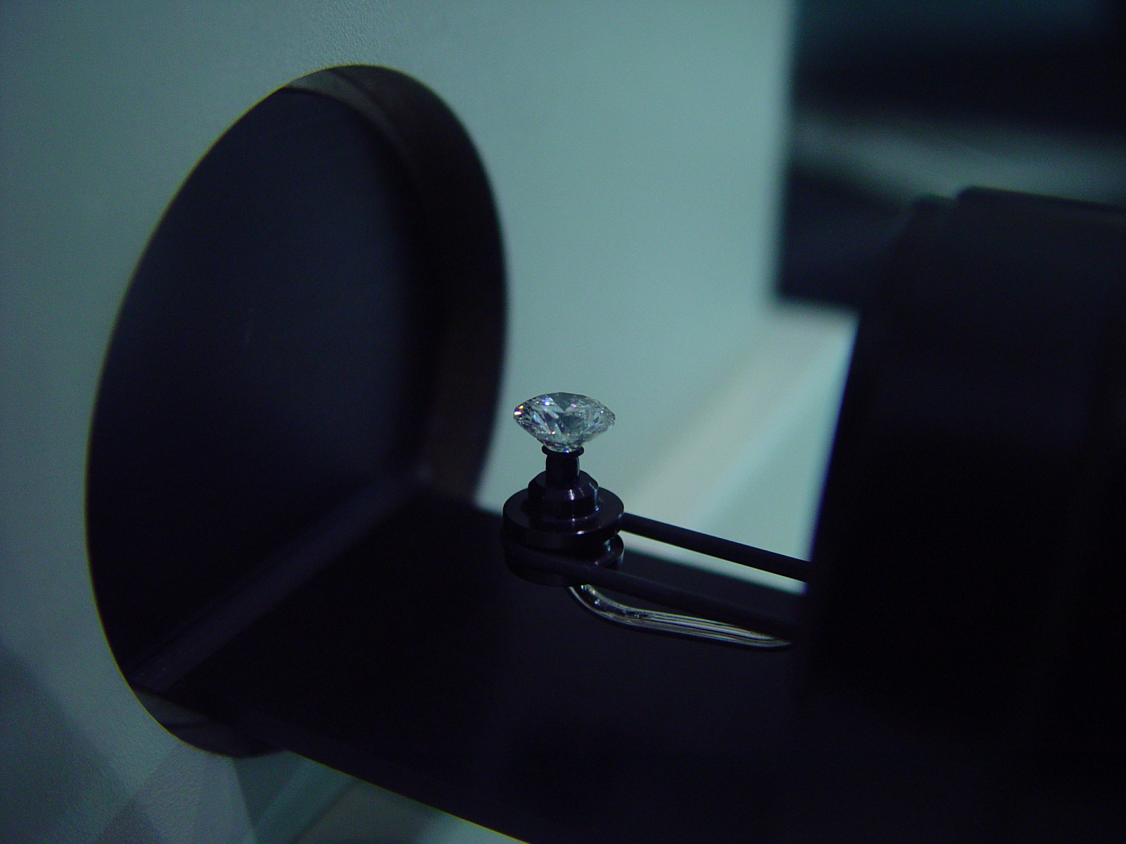 DiamondView DTC Natural Diamond Testing